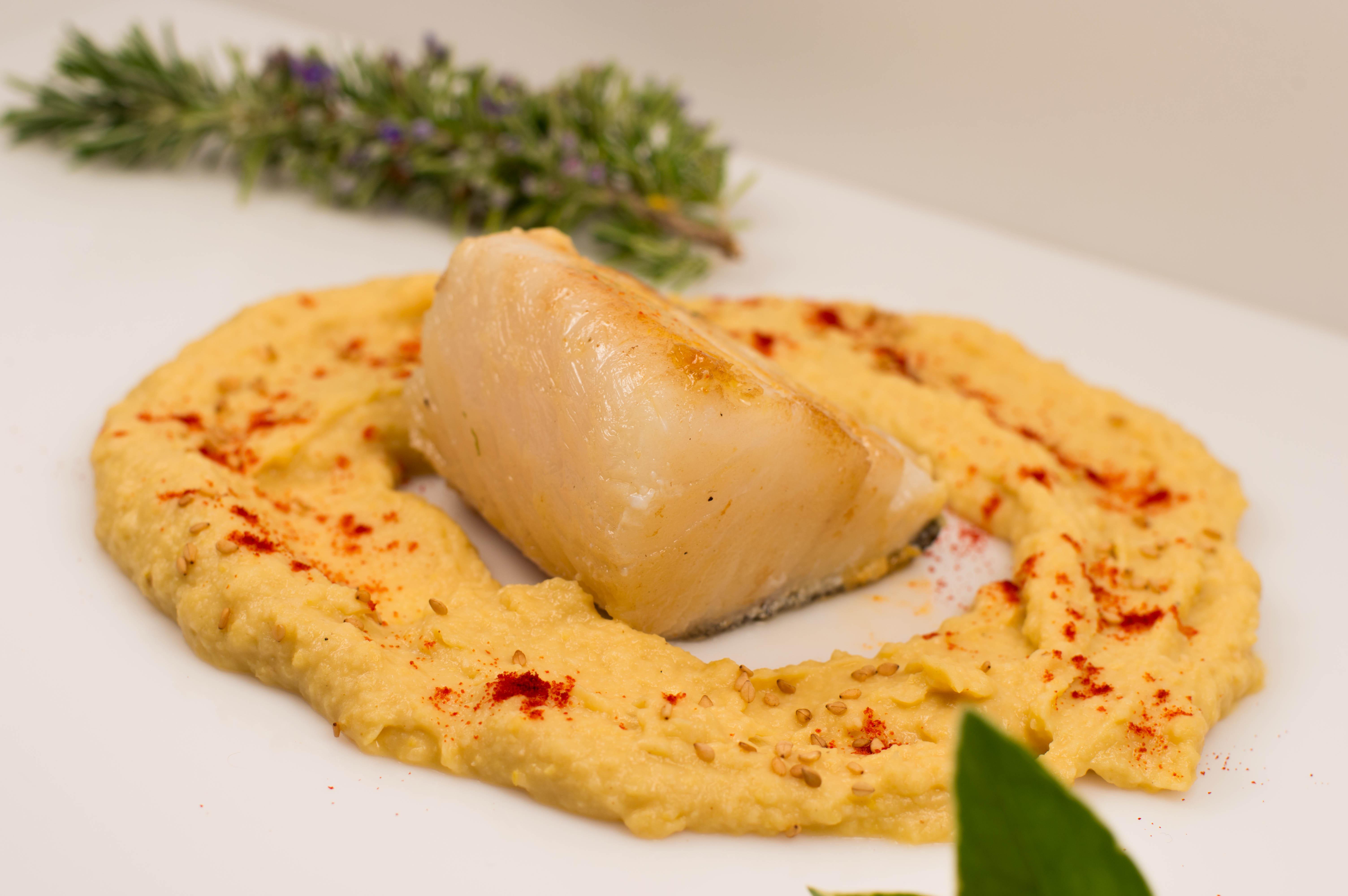 bacalao con hummus