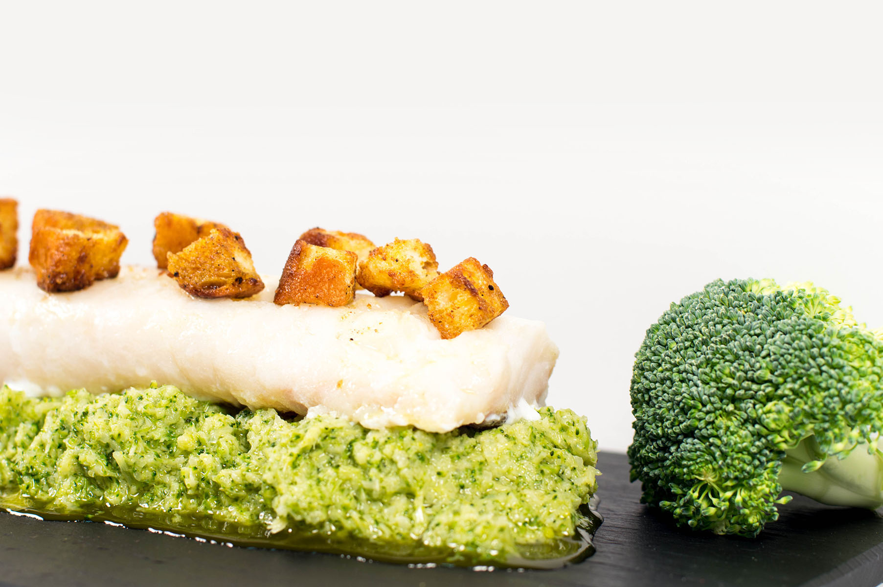 Bacalao-con-emulsion-brocoli-y-pan-curry